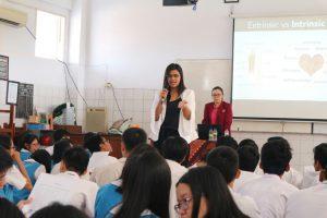 Seminar Motivasi Menghadapi UN di SMAK St. Louis 2 Surabaya: Pasang Target & Susun Strategi