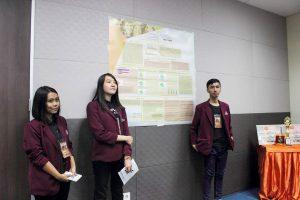 Kalahkan Pesaing dari Semester Atas, Mereka Menangkan Lomba Karya Tulis Ilmiah