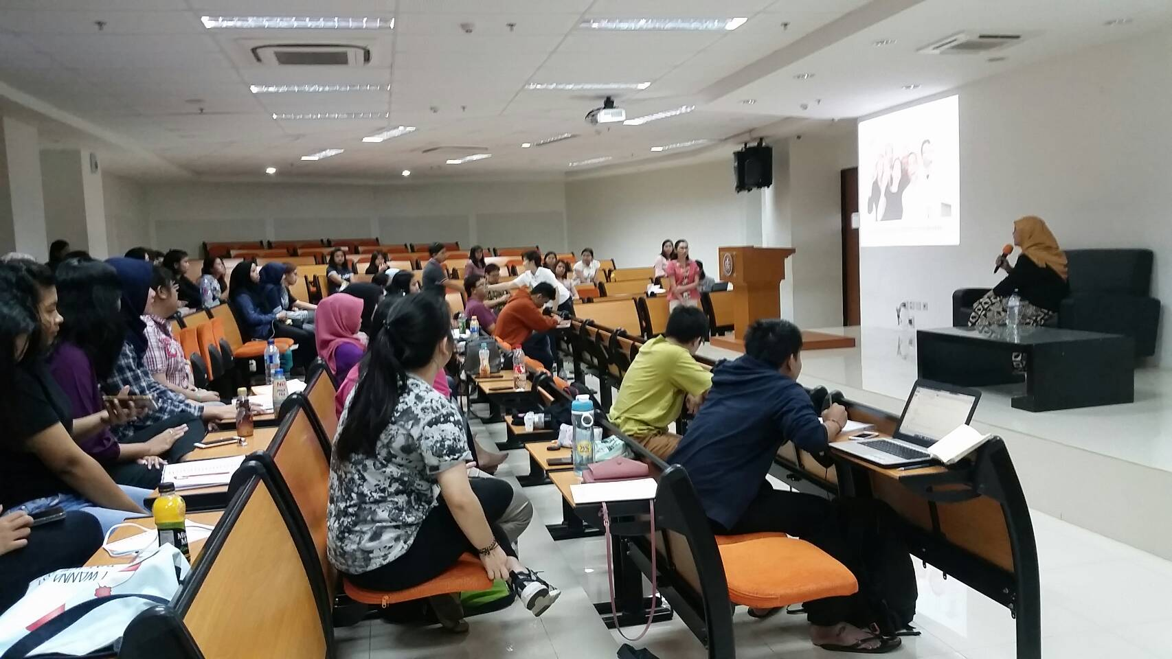 """Kuliah Asyik dan Belajar Berpikir Kritis dalam Kuliah Tamu """"Work Family Conflict & Balance"""""""