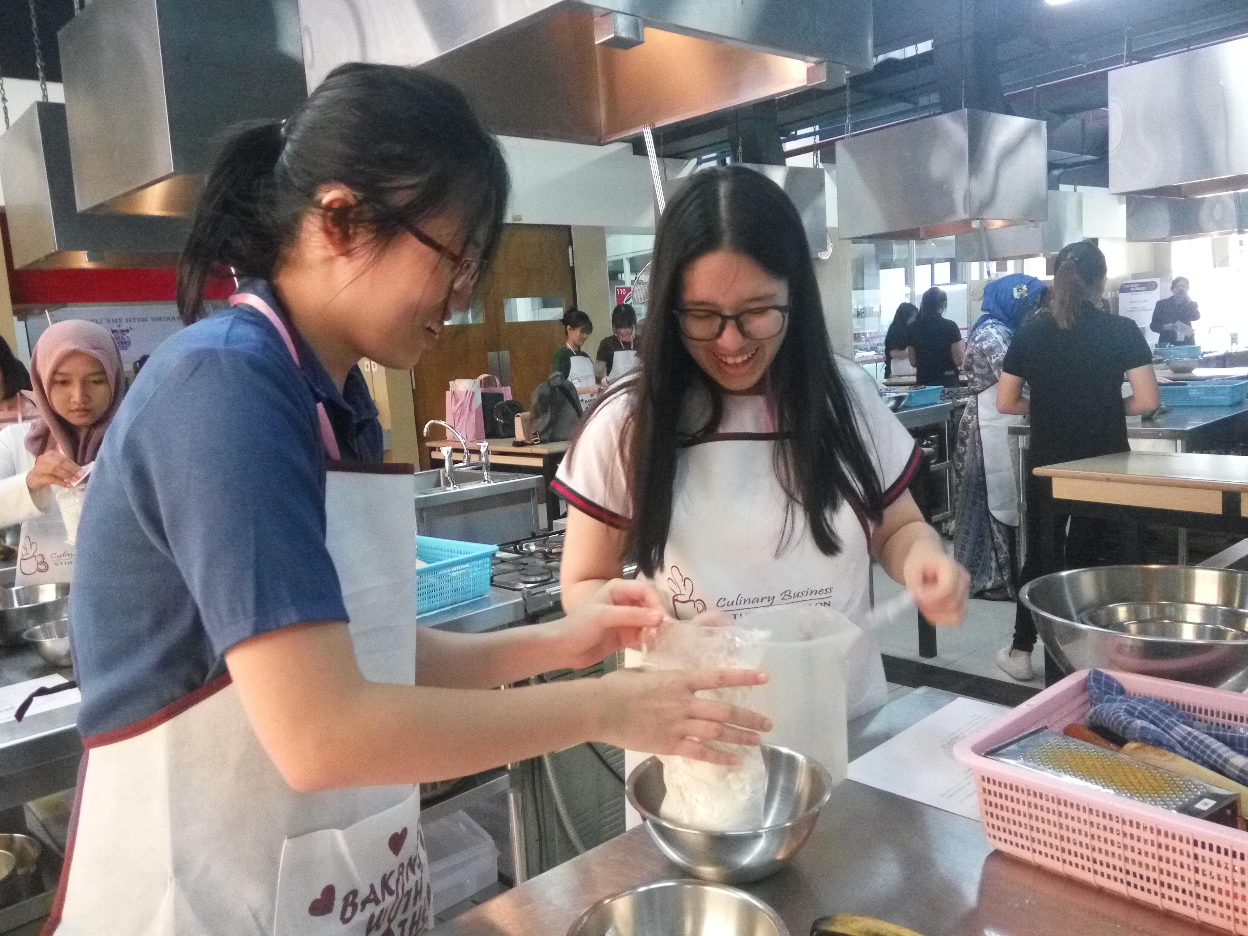 Ungkapkan Cinta dengan Baking?