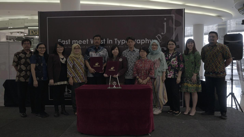 "Kolaborasi VCD UC dan Trisakti dalam event ""Surabaya Young Designer Spectacles 2018"""